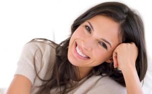 woman with a brilliant white smile thanks to Kör whitening